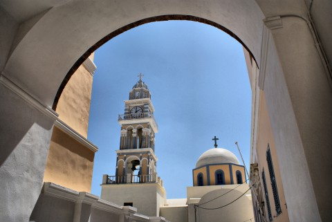 photo credit: Catholic Cathedral, Fira, Santorini via photopin (license)