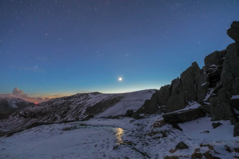 photo credit: 'Glyderau Moonset' - Glyder Fach, Snowdonia via photopin (license)